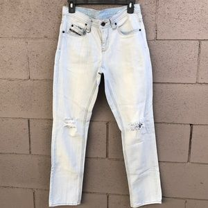 Men's light blue jeans by Empyre w/tears on knees